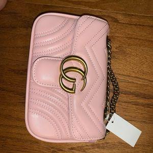 Beautiful BRAND NEW Gucci cross body purse.